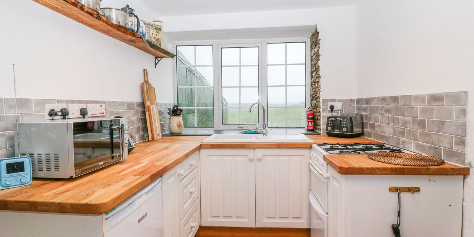 Granary Kitchen Summercourt Cottages Cornwall